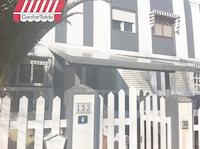 Techo de lona tensada para entrada de la casa