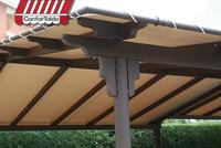 Pergola cubierta con lona tensada de PVC beige