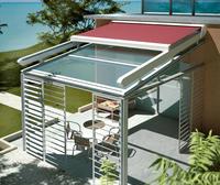 Toldo modelo veranda con pistón de gas sobre pergola