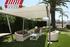 Pérgola modelo chillout con 4 postes y lona tensada en color blanco